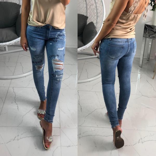 Super jeans s nápisy a trháním