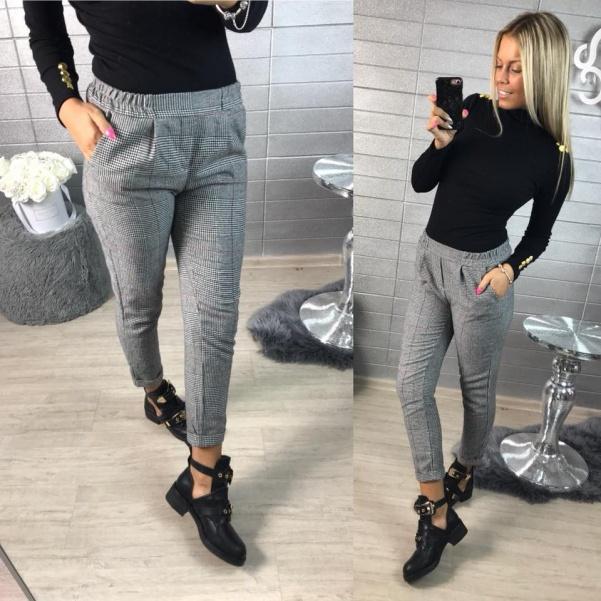 Krásné elegantní kalhoty