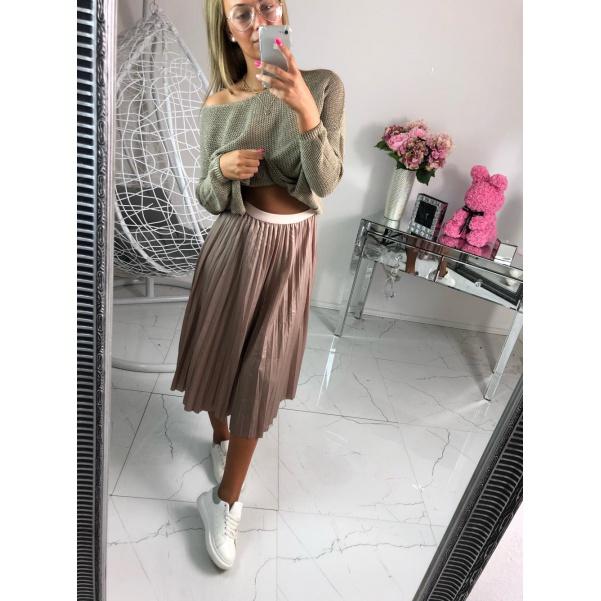 Krásná plisovaná sukně