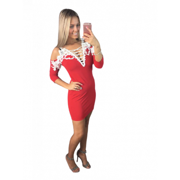 Červené šaty s krajkou