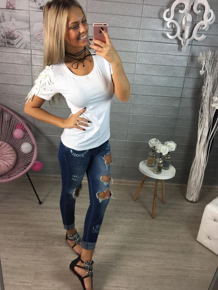 Bílé tričko s perličkami