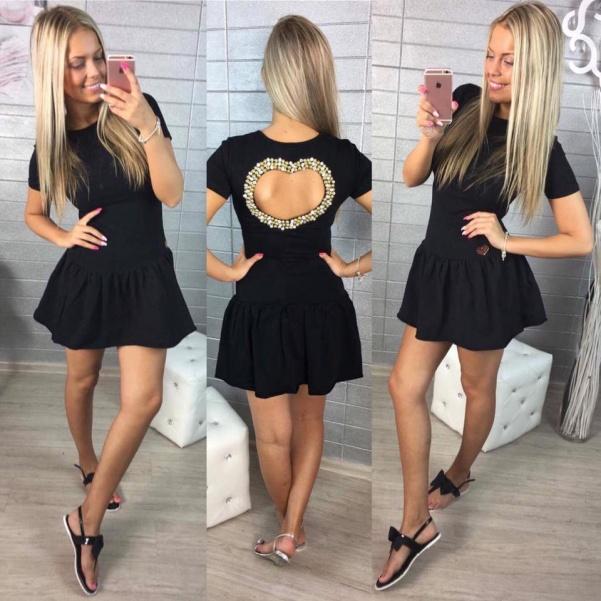 Černé šatičky se srdíčkem na zádech