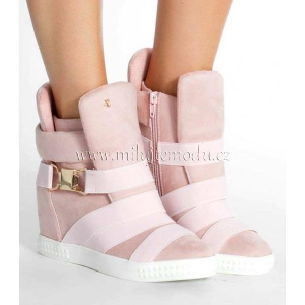 Růžové boty na platformě