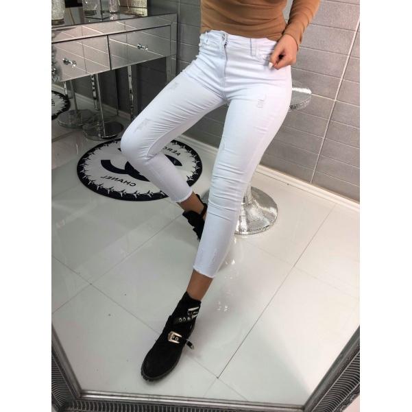 Bílé jeans s trháním