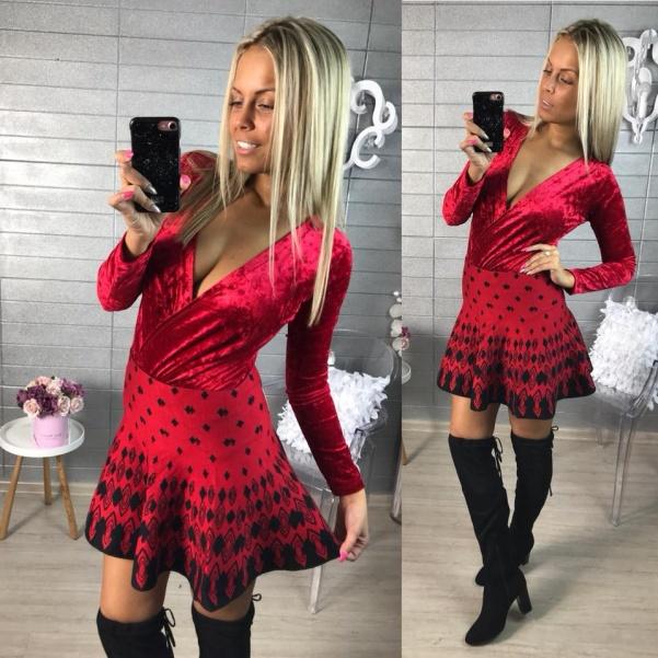 Vzorovaná červená suknička