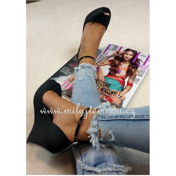 Černé boty na platformě