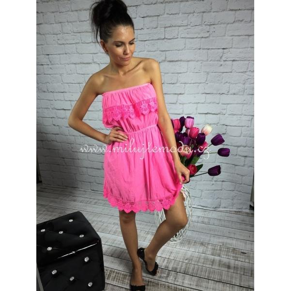 Letní růžové šaty s volány