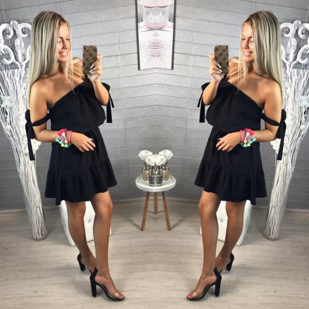 Černé šatičky s vázaním na rukách