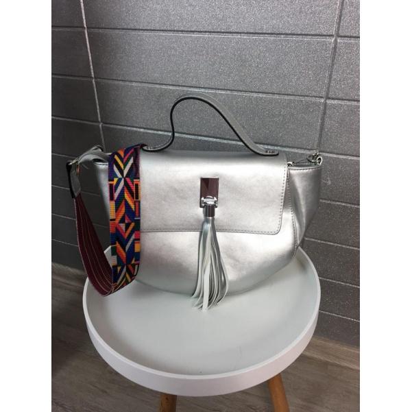 Stříbrná kabelka se střapcem