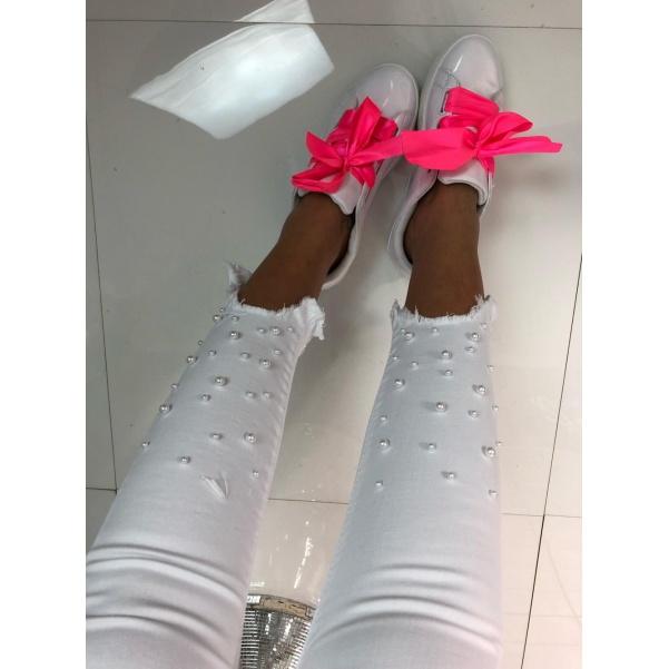 Bílé džíny s perličkami