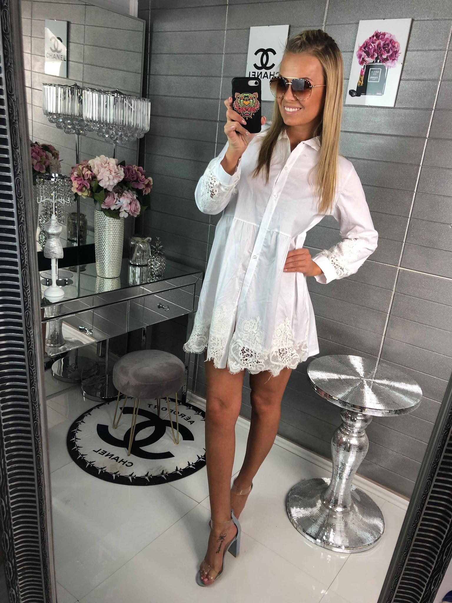 Košilové šaty s krajkou bílé - www.milujtemodu.cz 92bd22d49e