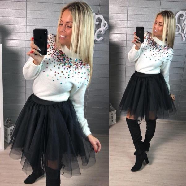 Nádherný svetřík s flitříky- bíla