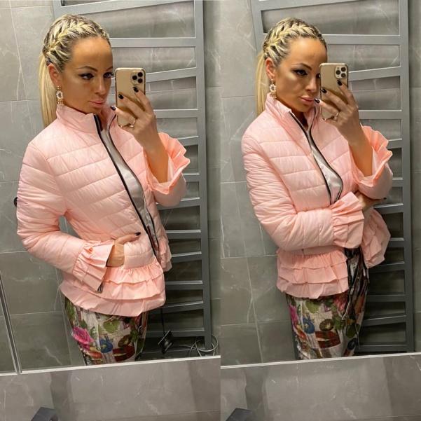 Luxusní růžová bundička s volánky