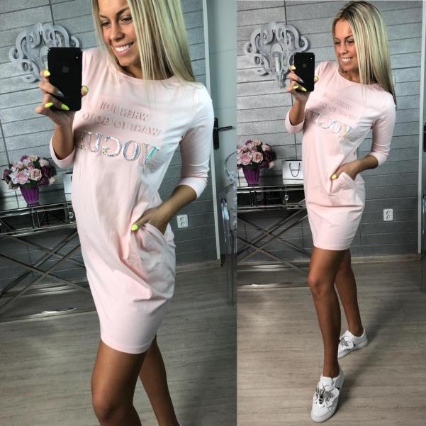 Růžové tunikošaty Vogue