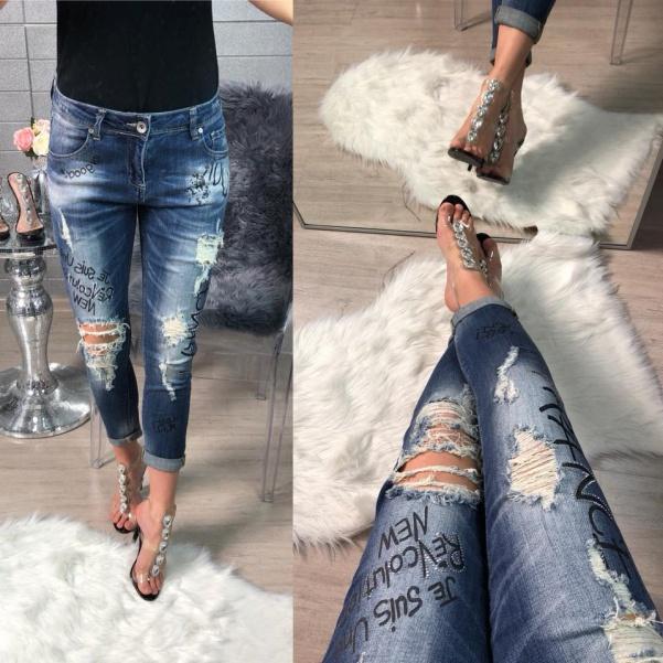 Jeans s trháním a nápisy