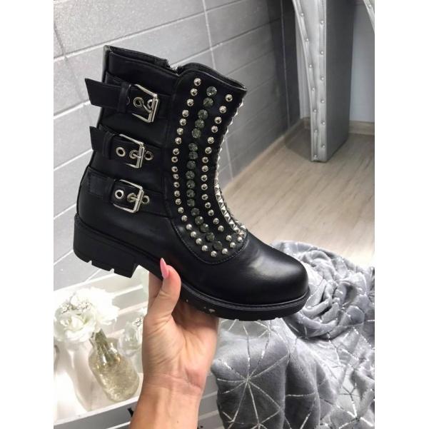 Krásné kamínkové botičky