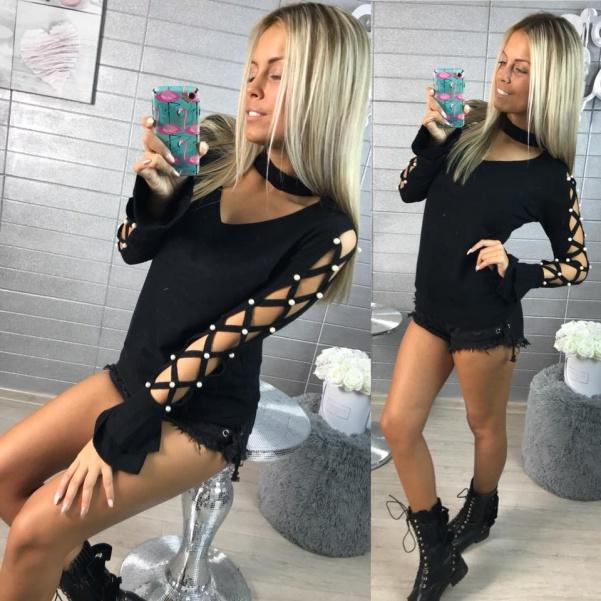 Černý svetřík s perličkami a vázanim na rukávech