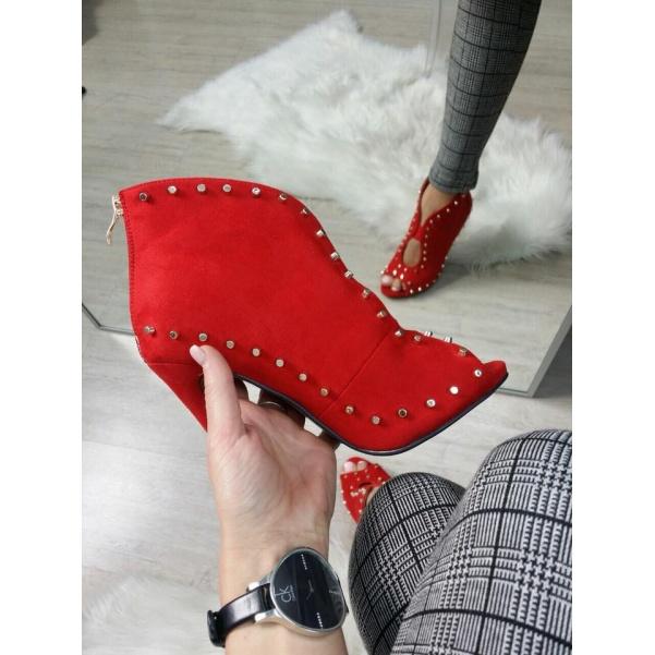 Krásné boty se cvoky červené