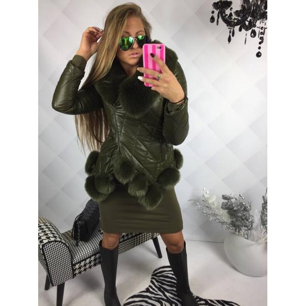 Khaki bunda s krásnym kožichem
