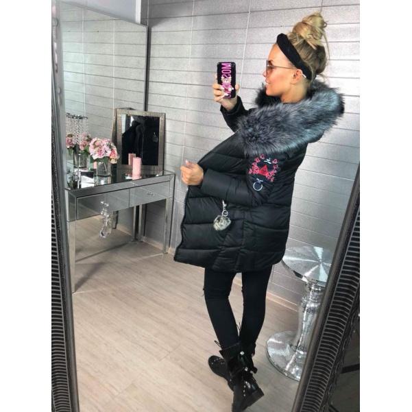 Prodloužená zimní bunda s nášivkami - černá
