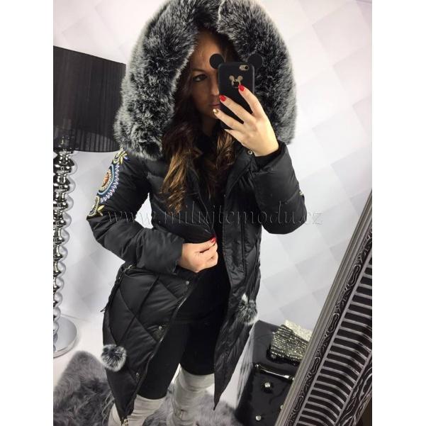 TOP black kabátek s nášivkami