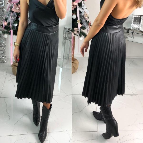 Plisovaná koženková sukně - černá