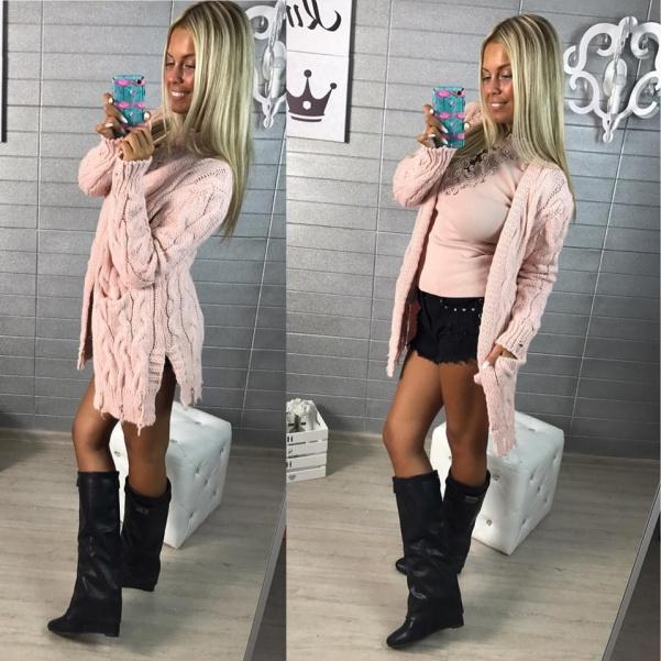 Trhaný svetřík růžový