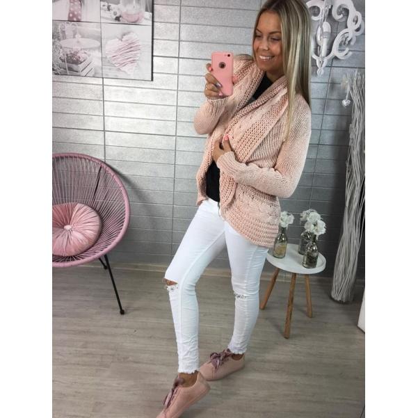 Růžový svetr se vzorem