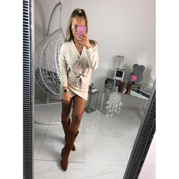 Top béžové svetrové šaty