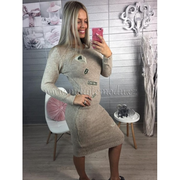 Pletené šaty s nášivkami - tmavé