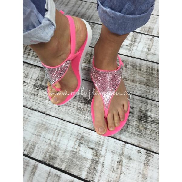 Růžové sandály