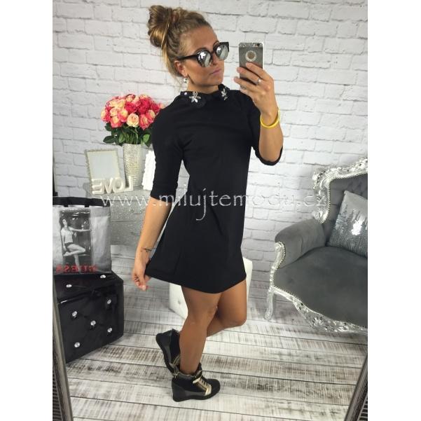 Černé šaty s límečkem