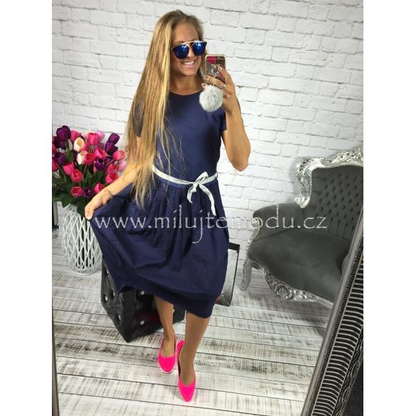 Modré balonové šaty