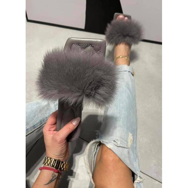 Krásné šedé botičky