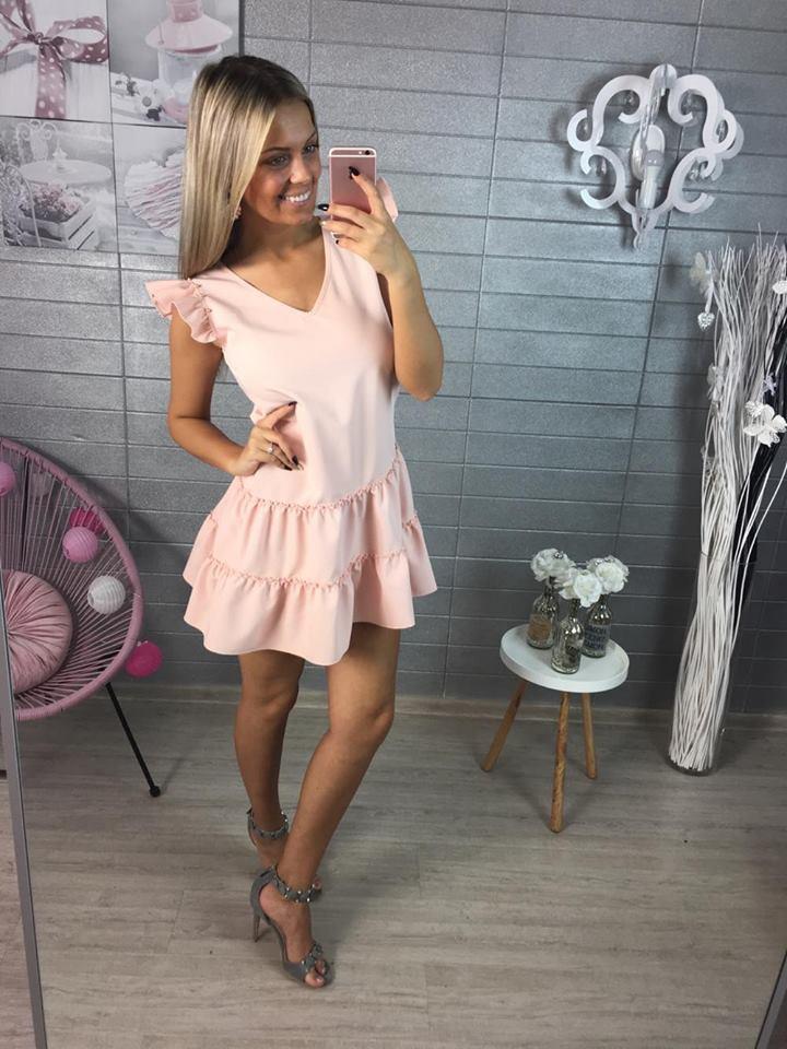 Pink šaty se zlatými doplňky