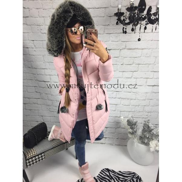 Pink bunda s nášivkami