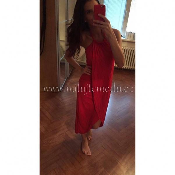 Pohodové červené šaty na vázání