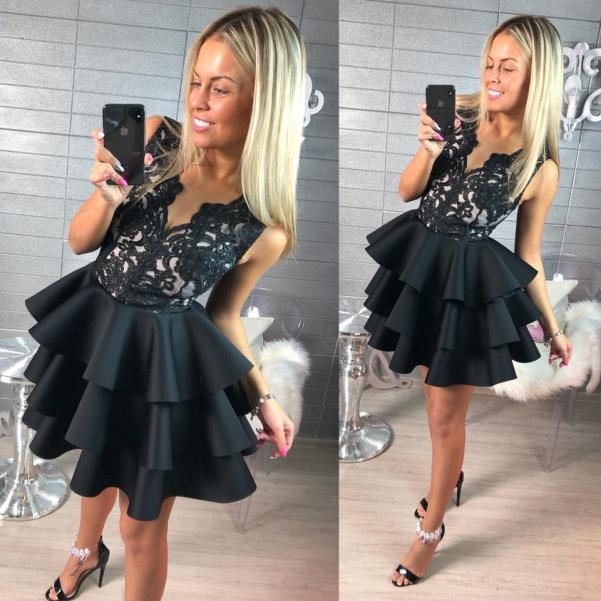 Krásné krajkové šaty s bohatou sukní