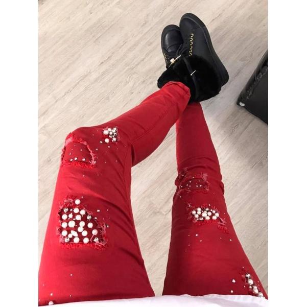 Červené džíny s doplňky
