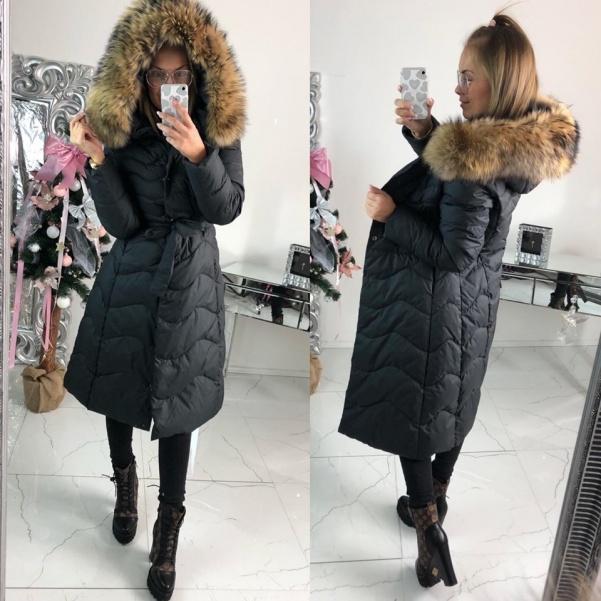 Luxusní péřová dlouhá bunda s páskem a bohatým pravým kožichem
