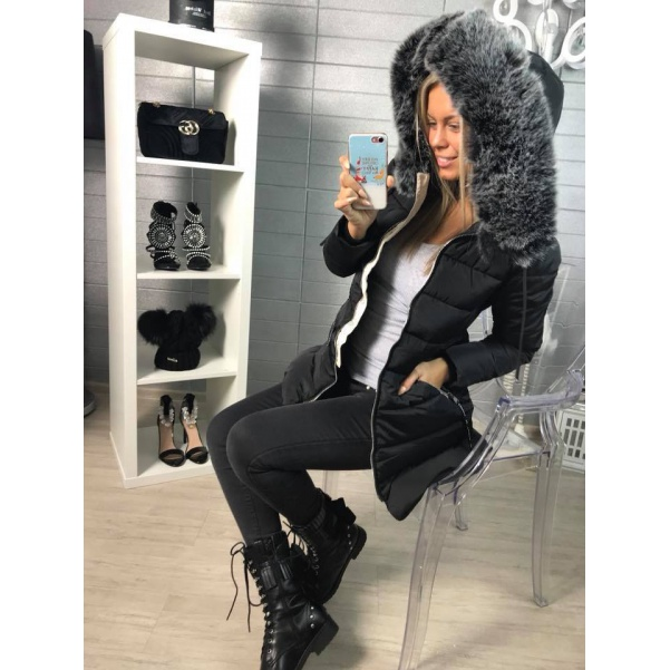 Krásná bundička - černá s bohatým kožíškem