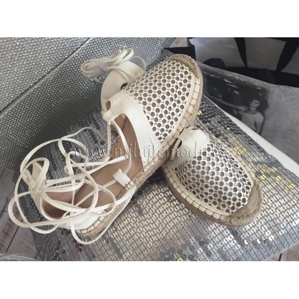 Bílé letní boty na vázání