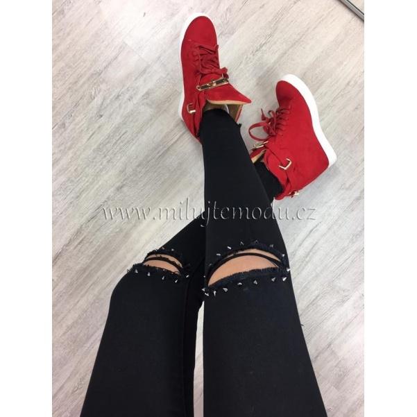 Černé džíny s hroty