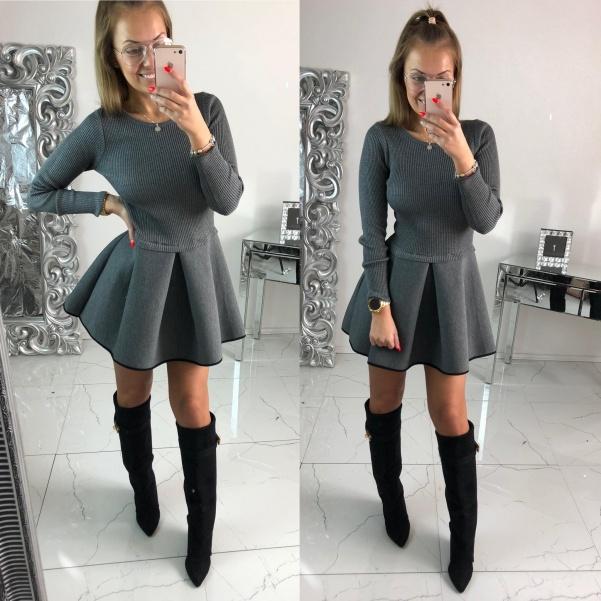 Super šedé šaty