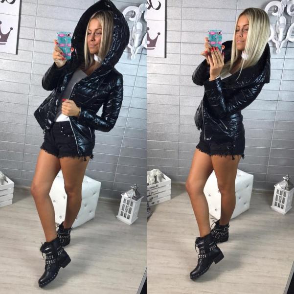 Černá lesklá bundička s kapucí