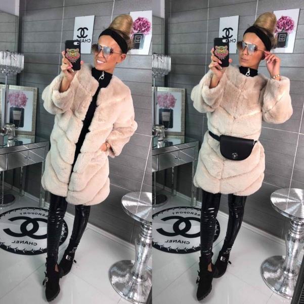 Luxusní kožíškový kabátek - capucino