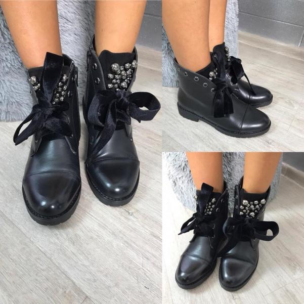 Černé botičky s ozdůbkami