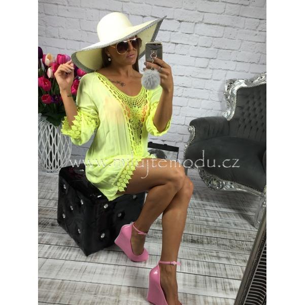 Žluté šaty s krajkou