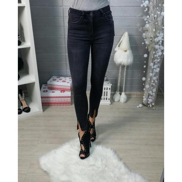 Black džíny s rozparkem