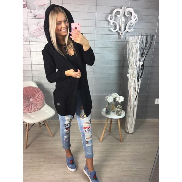 Černý svetřík s kapucí